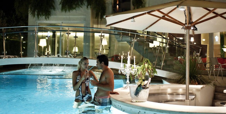Hotel a riccione a 4 stelle con piscina hotel belvedere - Piscina di riccione ...